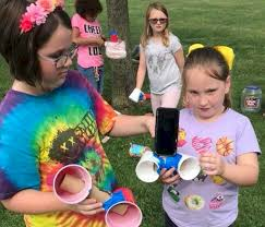 brownie girl scouts learning about information technology