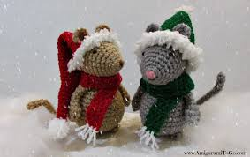 Crochet Christmas Hat and Scarf For Mouse ~ Amigurumi To Go