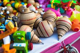 Te damos el listado de los 10 juegos infantiles tradicionales más populares y te explicamos cómo se juegan. Food And Travel Mexico