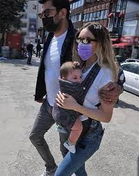 Kenan İmirzalıoğlu ile Sinem Kobal'ın kızları Lalin ile Boğaz keyfi -  Magazin Haberleri   NTV