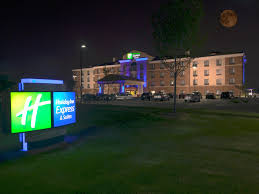 holiday inn express suites detroit north troy hotel by ihg