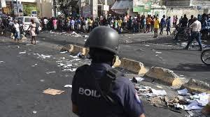 Image result for Violentas protestas en puerto principe por aumento precios combustibles