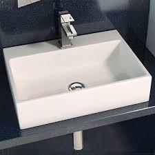 Este año, las siluetas se afinan, las formas se redondean y, en general, las tendencias en lavabos incorporan un alto grado de sofisticación. Lavabo Rectangular Moderno Kubor 51x38 Cm Sobre Mueble