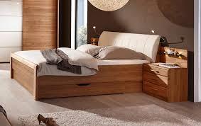 Schlafzimmer Aus Holz Moderner Kleiderschrank Lackiertes Holz