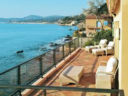 villa pied dans l eau avec un grand jardin clos à sainte maxime plage de la garonnette