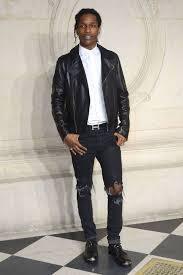keep your outfit laid back in a black leather jacket and black destroyed jeans