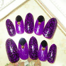 メルカリ サイズ変更無料 ネイルチップ411 Mサイズ 紫 黒 バラネイル