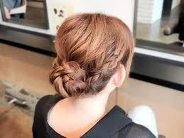 三つ編みを3本作るだけでアップスタイルが完成簡単お呼ばれヘアの作り方
