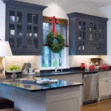 just as the tree needs to be trimmed and the halls must be decked the windows must also be covered below are a few simple kitchen window treatment ideas