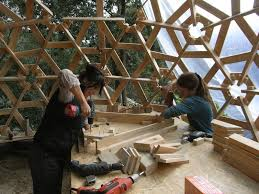 View in gallery diy-wooden-dome-built-from-pallets-9.jpg