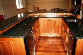 dark green countertops what color paint