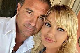 Manila Nazzaro divorced, now waiting for the ring from Lorenzo Amoruso -  Curler - Pledge Times