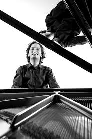 Il pianista che la critica avvicina a Benedetti Michelangeli – Alessandro  Taverna