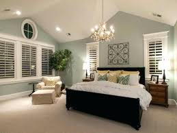vaulted ceiling lighting ideas to beautify