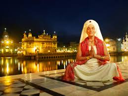 photo essay photojournalism gurmukh kaur khalsa at her most holy of places the golden temple amritsar 2006