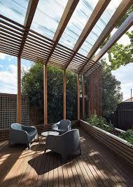 Pergola Terrasse En Bois Et Tag Res Murales Dans Une Maison