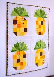 Free Patchwork Pineapple Mini Quilt Pattern | Mini quilts, Black ... & tutorial = a cute Pineapple Quilt by Beth Novak as seen at Havel's Sewing Adamdwight.com