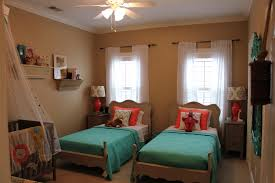 how to arrange 2 twin beds in small room best creative twin bed ideas for small