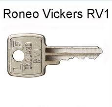 pair of replacement rv1 keys for roneo vickers filing cabinets amazon co uk diy tools
