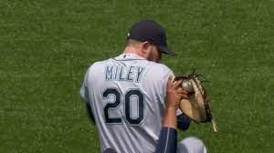 Mariners' Wade Miley slips, allows home run