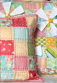 25+ unique Quilted pillow ideas on Pinterest | Quilt pillow ... & That Red Quilted Pillow–A Free Tutorial I think a quilt like this is  beautiful Adamdwight.com