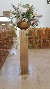wedding pillars with flowers photo 1