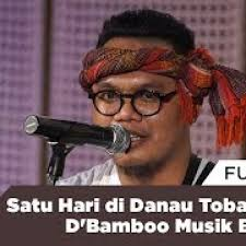 Dua jenis ansambel musik, gondang sabangunan dan gondang hasapi merupakan alat musik tradisional yang paling sering dimainkan. Free Satu Hari Di Danau Toba Oleh D Bamboo Musik Batak Mp3 With 18 44