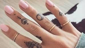 Pozor Proč Byste Si Nikdy Neměli Nechat Dát Tetování Na Prsty