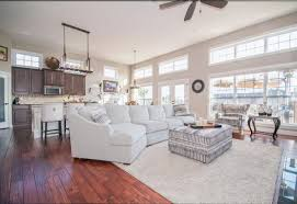 to decorate rooms with dark floors