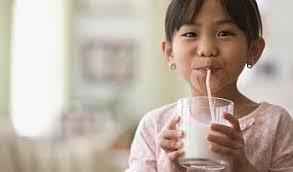 Hasil gambar untuk minum susu
