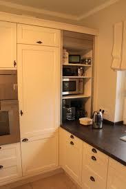 Küche weiß lackiert mit Arbeitsplatte aus Stein