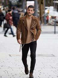 Comfortabel en stijlvol, dat zijn chelsea boots voor heren. Chelsea Boots Outfit Kosta Williams Chelsea Boots Outfit Mens Outfits Fashion Boots Outfits