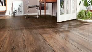 Selbst bei der holzoptik sind den farben und designs keinerlei grenzen gesetzt. Statt Echtholz 8 Beispiele Fur Pvc Und Designboden In Holzoptik