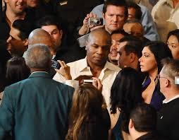 Последний бой Майка Тайсона: банкротство, грязные приемы, уход с ринга и  фраза «Я не хочу позорить бокс»