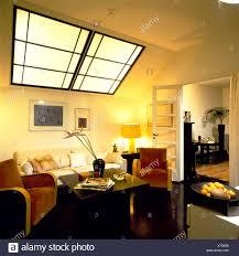 Wohnzimmer Cremefarbenen Wänden Und Decke Große Art Deco Stil