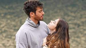 Özge Gürel and Can Yaman's meeting in Italy drove their fans crazy.
