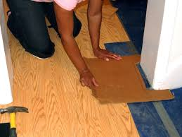 Floating Floor In Kitchen How To Install A Laminate Floating Floor How Tos Diy
