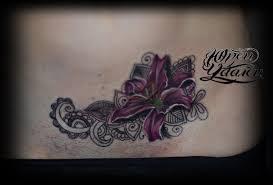 татуировка узоры мехенди и лилия