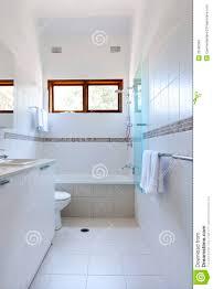 Weiße Badezimmer Fliesen Stockfoto Bild Von Dusche Weiß 33586302