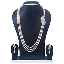 magnificent 3 lines long pearl necklace with side pendant and bright pink pearls