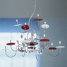 this chandelier pius combines two famous names in the world of decor swarovski crystal and murano glass at the same time it s not overloaded with