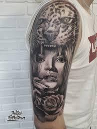 тату черно белый реализм девушка с гепардом на плече