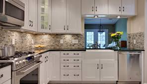 medium ideas backsplash travertine and for below light gray countertops granite brown grey counters dark behind
