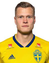 Utformad för fotbollsspelare som ibland vill spela med en fotboll i hemlandets färger. Information Och Statistik For Spelare Viktor Claesson Sverige Fotboll Adidas