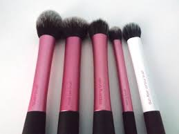 real techniques brushes pink. blush brush- this brush is awesome, it\u0027s a really unique shape and i think perfect for kind of three-shaped-bronzer (do you know what the hell i\u0027m real techniques brushes pink