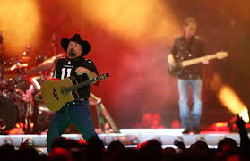 State Farm Center Seating Chart Garth Garth Brooks Thrills Crowd At State Farm Stadium With Record
