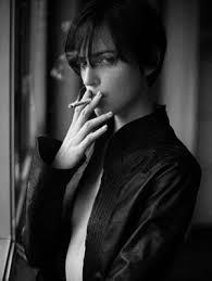 中性的な美女の画像 Naver まとめ しんどい 喫煙女性タバコを