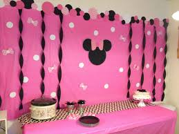 10 perfect diy minnie mouse party ideas madisons minnie mouse birthday party diy backdrop look what