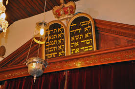 Ner Tamid Eternal Light Guide To The Synagogue Sanctuary From Ark To Yad My