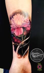 тату цветной реализм цветок на предплечье